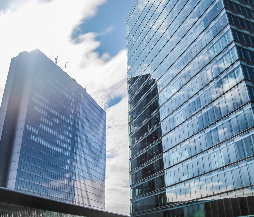 windows-skyscraper-business-reflect-office-corpora-PGZWL9F_Easy-Resize.com